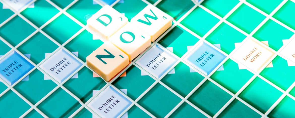 "Ein englisches Scrabblebrett mit den Worten: ""Do now"""
