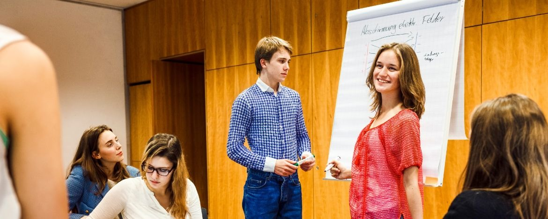 Präsentationen in Kleingruppen unter Anwendung der neuen Techniken und Vorgehensweisen