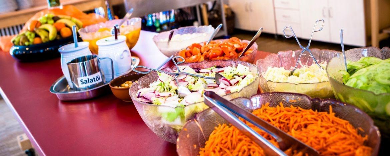 Abwechslungsreiches Speisenangebot in Buffetform