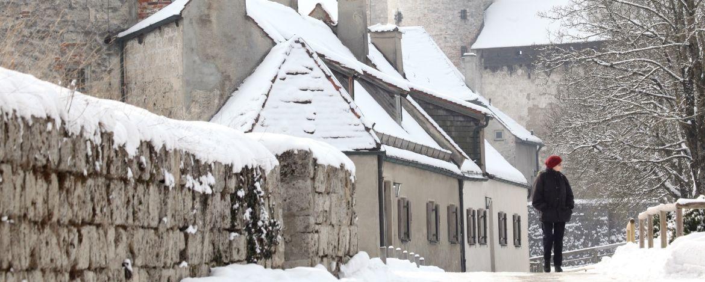 Verschneite Burganlage in Burghausen
