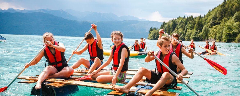 Floßfahrt mit der Klasse auf dem Walchensee