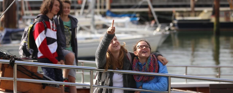 Schulklasse auf Schiffsfahrt