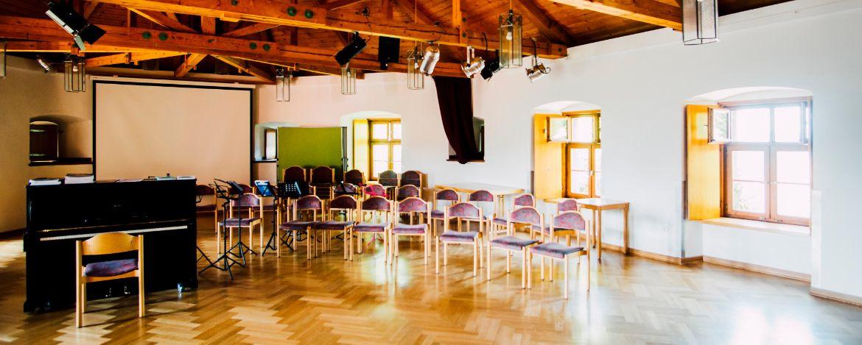 Gut ausgestattete Seminarräume