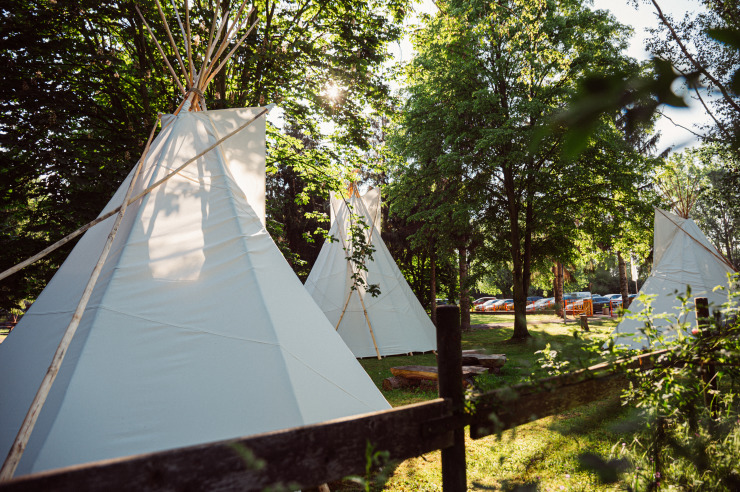 Tipis im Minitou Wildwest-Camp Kretzschau