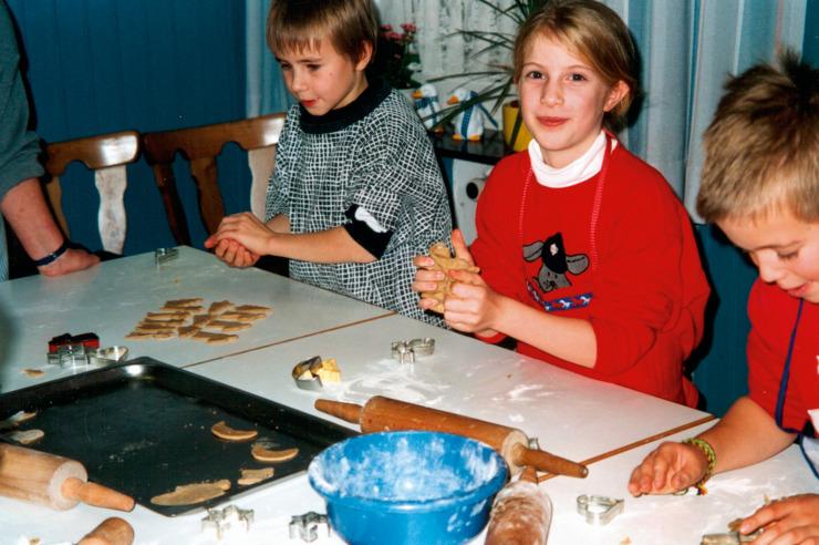 Plätzchen backen in der Weihnachtsbäckerei