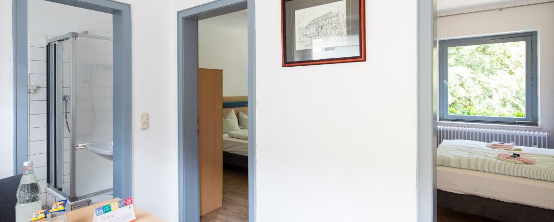 Mehrbettzimmer mit Bad