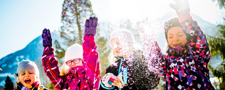 Schneeburgen bauen und Toben im Schnee werden ganz groß geschrieben