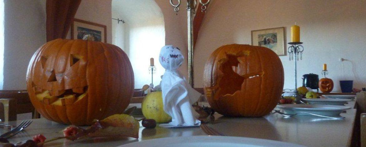 Den amerikanischen Brauch Halloween feiern