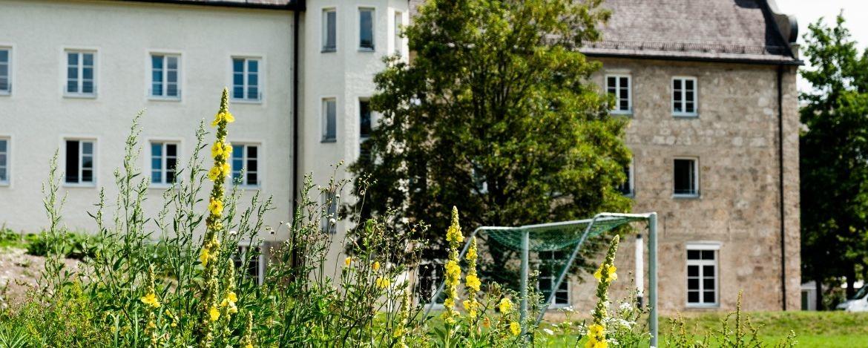 Aussenanlage Jugendherberge Burghausen