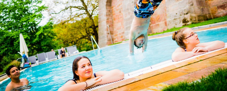 Schwimmbad in der Burg