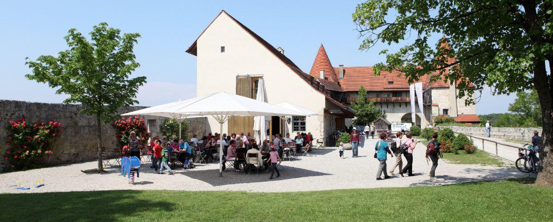 Das Burggelände mit Café in Burghausen