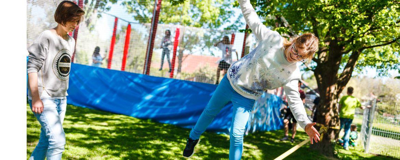Freizeitmöglichkeiten auf dem Außengelände der Jugendherberge