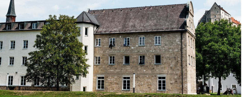Aussengelände der Jugendherbere Burghausen