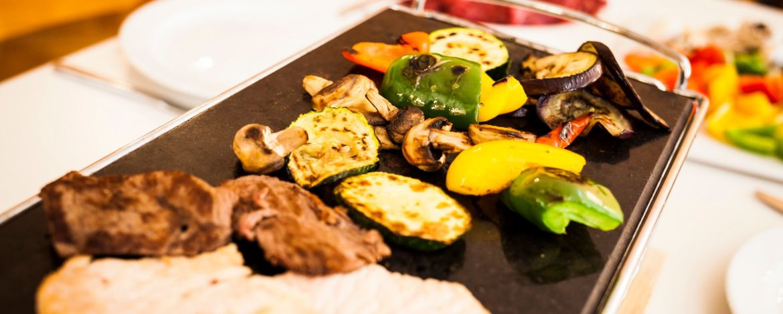 Essen vom heißen Stein - ein kulinarischer Genuss