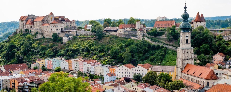 Burghausen - Blick auf die Altstadt und die weltlängste Burg