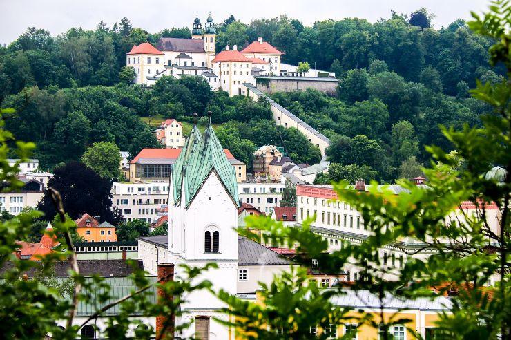 Blick auf die Veste Oberhaus und die Kultur|Jugendherberge Passau