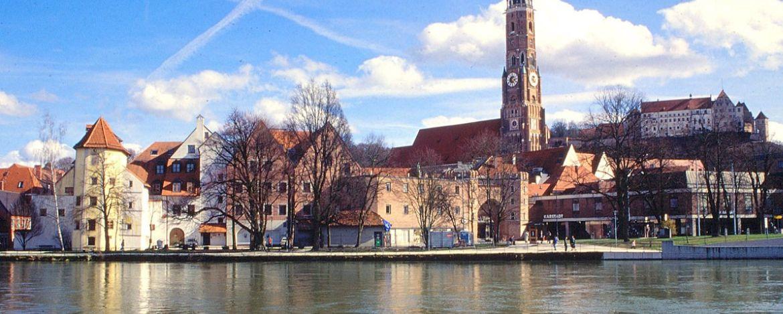 Altstadt von Landshut an der Isar mit Burg Trausnitz