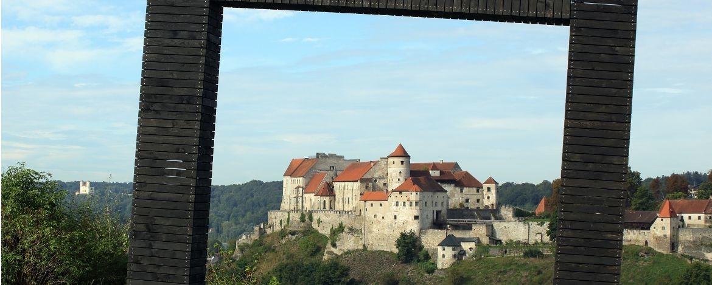 Die Hauptburg von österreichischer Seite aus gesehen