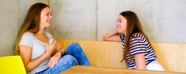 Studentinnen in der Jugendherberge Bayreuth, die Uni in unmittelbarer Nähe