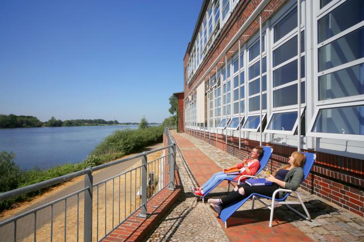 Herrliche Lage an der Elbe