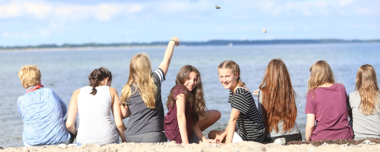 Schulklasse am Ostseestrand Eckernförde