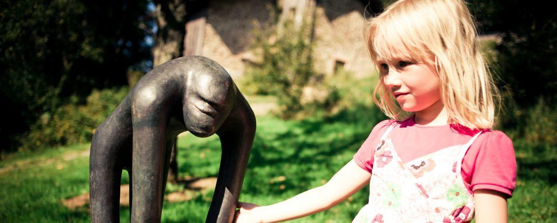 Sehenswert ist der Skulpturenpark in Waldhäuser mit Plastiken von Heinz Theuerjahr