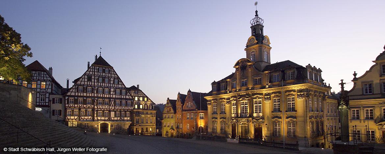 Marktplatz, Rathaus und historische Gebäude in Schwäbisch Hall
