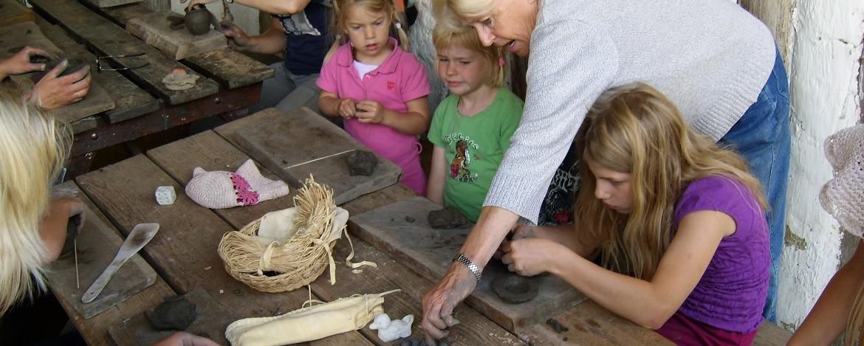 Mitmachworkshops Steinzeit in der Jugendherberge Albersdorf