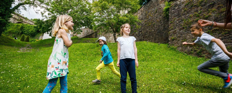 green kids in der Burg