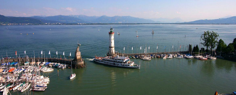 Lindauer Hafeneinfahrt und Leuchtturm