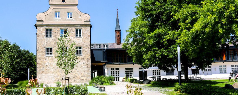 Das ehemalige Kapuzinerkloster, heute top moderne Jugendherberge mit großzügigem Außengelände
