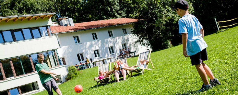 Großzügiges Außengelände zum Spielen, Toben und Spaß haben