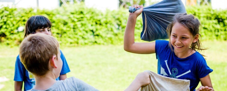 Spaß und Action mit anderen Jugendlichen im Feriencamp