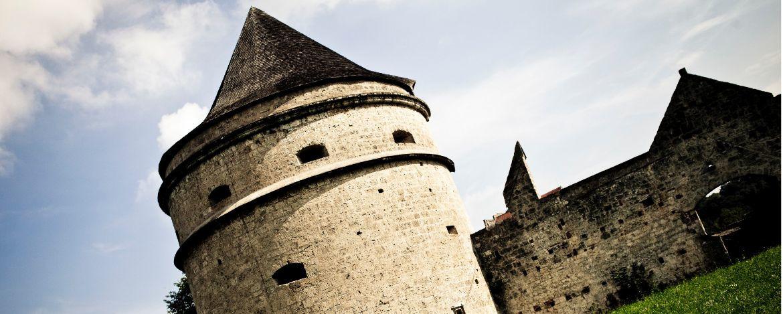 Weltlängste Burg (1051 m) mit 6 Innenhöfen
