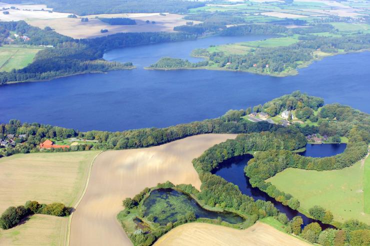 Naturpark Westensee - die Jugendherberge liegt direkt am See