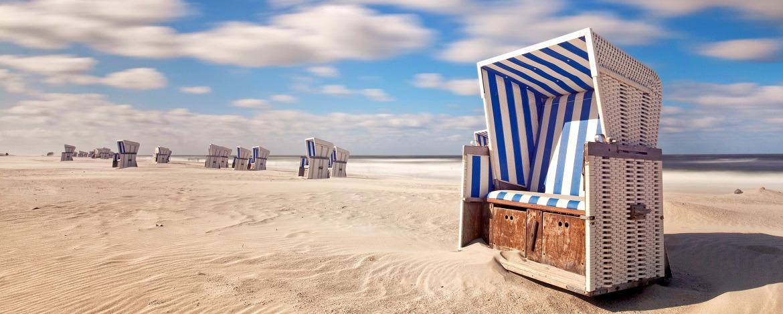 Strandkorb am Sandstrand