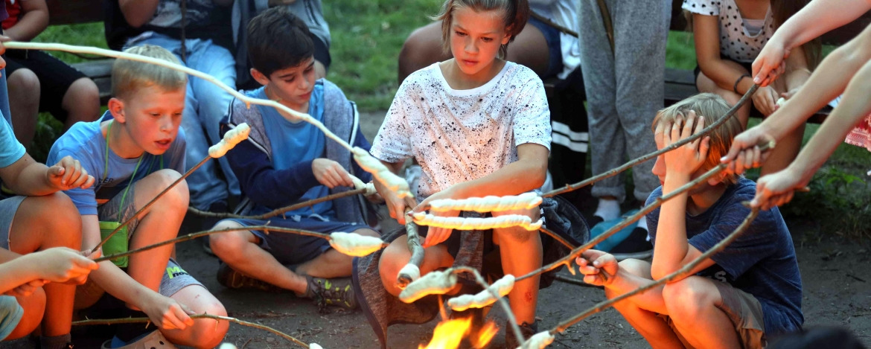 Stockbrot am Lagerfeuer in der Jugendherberge Kappeln