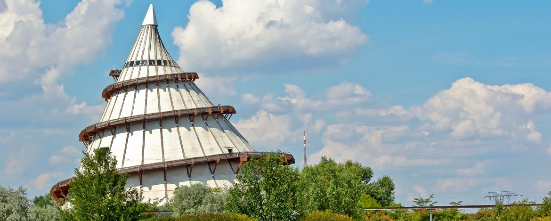 Der Jahrtausendturm im Elbauenpark