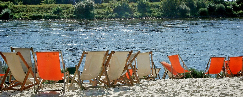 Strandbar an der Elbe