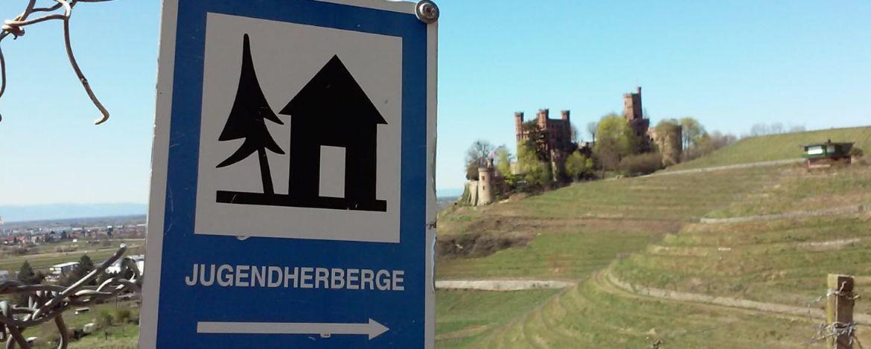 Jugendherbergsschild mit Schloß Ortenberg