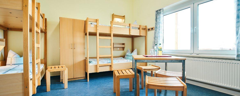 Tischtennis im Sportraum