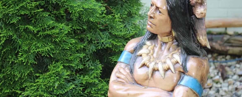Indianerstatue der Jugendherberge Bad Segeberg