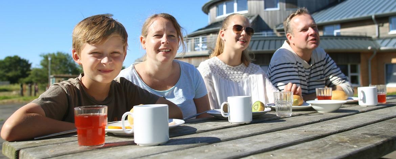 Essen auf der Terrasse der Jugendherberge Dahme