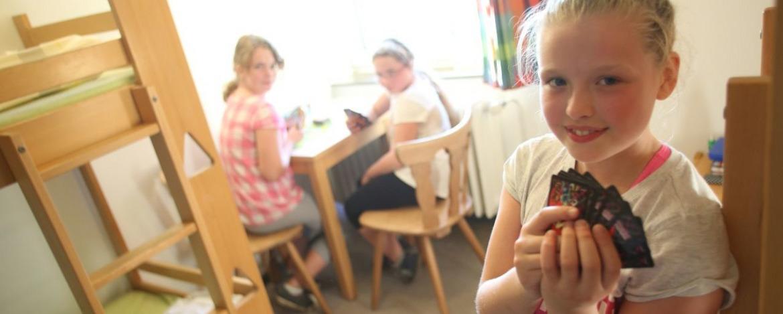 Schulklasse im Zimmer der Jugendherberge Flensburg