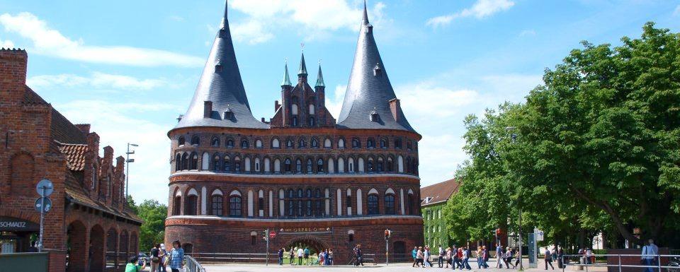 Gruppenreisen Lübeck - Vor dem Burgtor