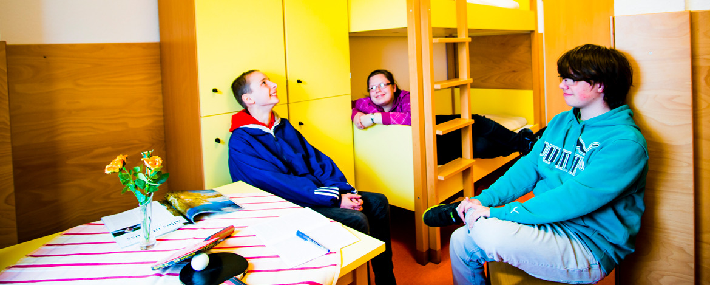 Schüler im Mehrbettzimmer