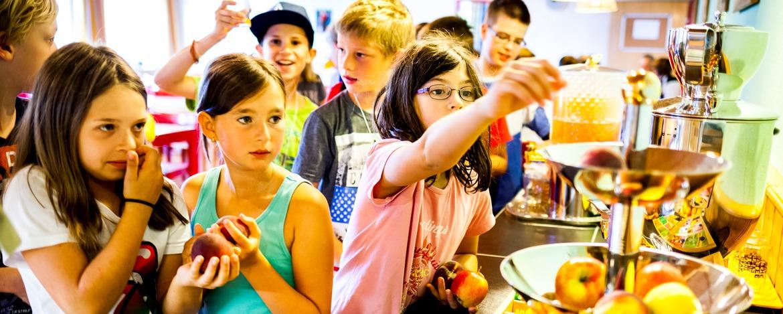 Ist das lecker! Frühstücksbuffet der Jugendherberge Bayerisch Eisenstein.