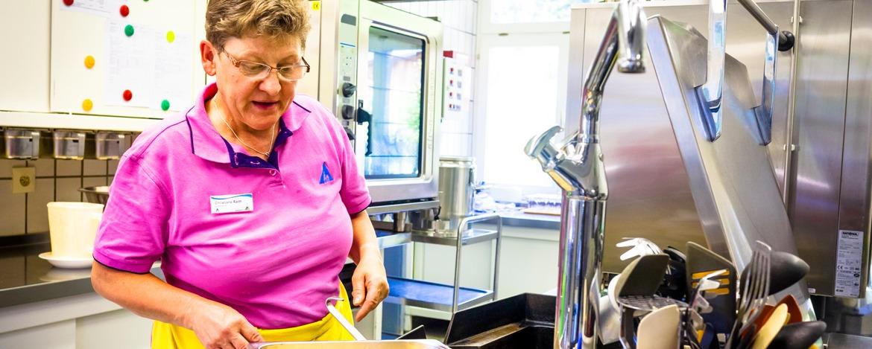 Hohe Ansprüche an die Hygiene und Qualität in der Küche der Jugendherberge Bayerisch Eisenstein