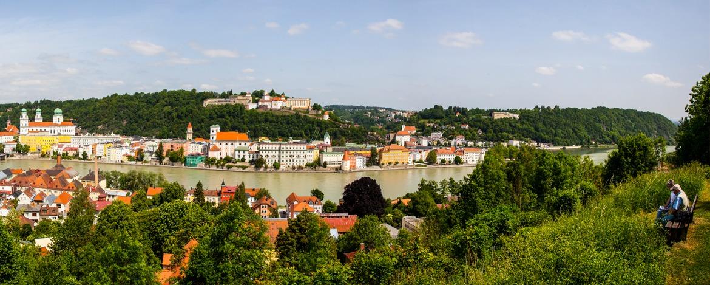 Blick vom Kloster Mariahilf auf der anderen Flussseite der Jugendherberge Veste Oberhaus in Passau