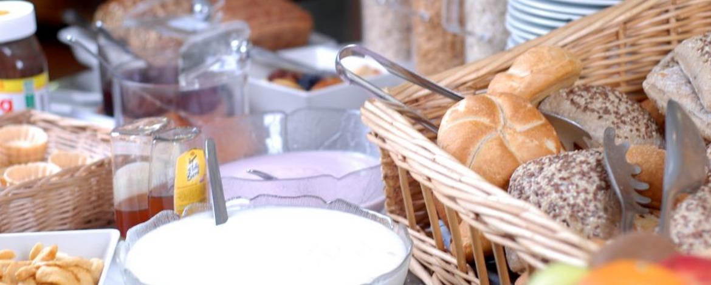 Frühstücksbüfett der Jugendherberge Neustadt